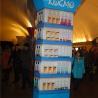 Рекламная колонна в метро